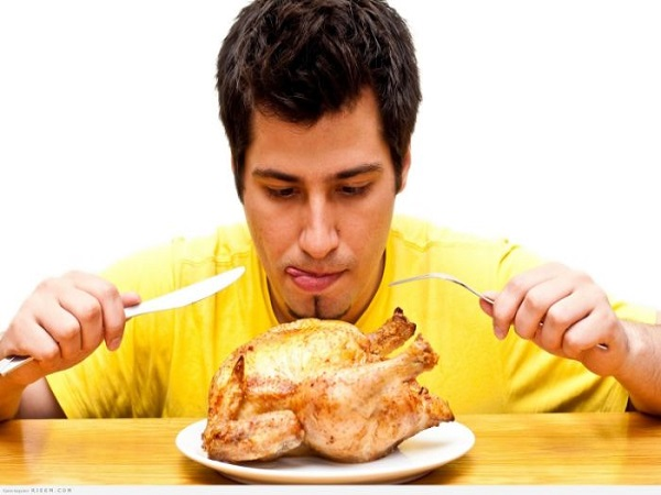 Mơ thấy ăn thịt gà có điềm báo gì và đánh con nào?